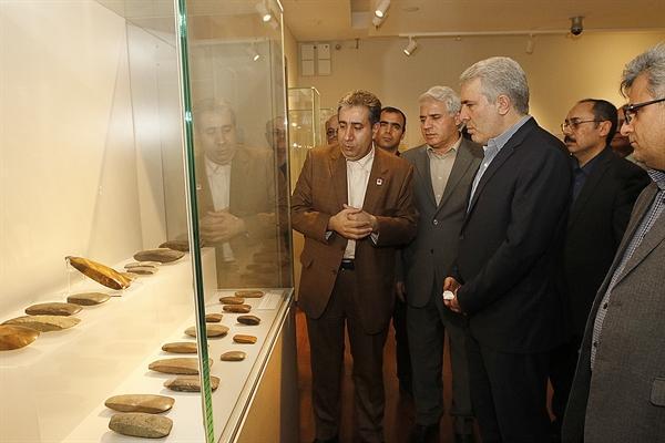 بازدید مونسان از نمایشگاه خودآفریده ها در موزه ملی ایران