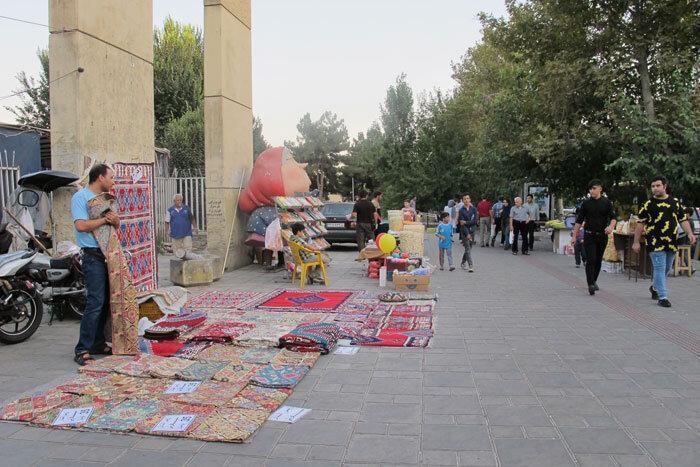 کوچ دستفروشان از دانشجو به لاله