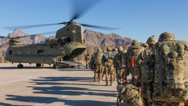 خبرنگاران طالبان: آمریکا طبق توافق از افغانستان خارج می گردد