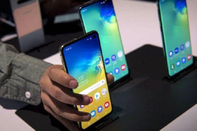 سال جاری چه تعداد موبایل وارد شده است؟