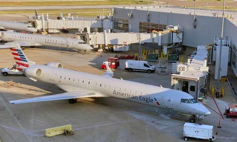 شرکتی آمریکایی از اسپری جدید ضدکرونا در هواپیما های خود استفاده می کند