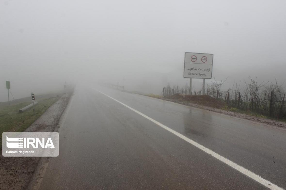خبرنگاران مه غلیظ دید افقی در گچساران را به 100 متر کاهش داد