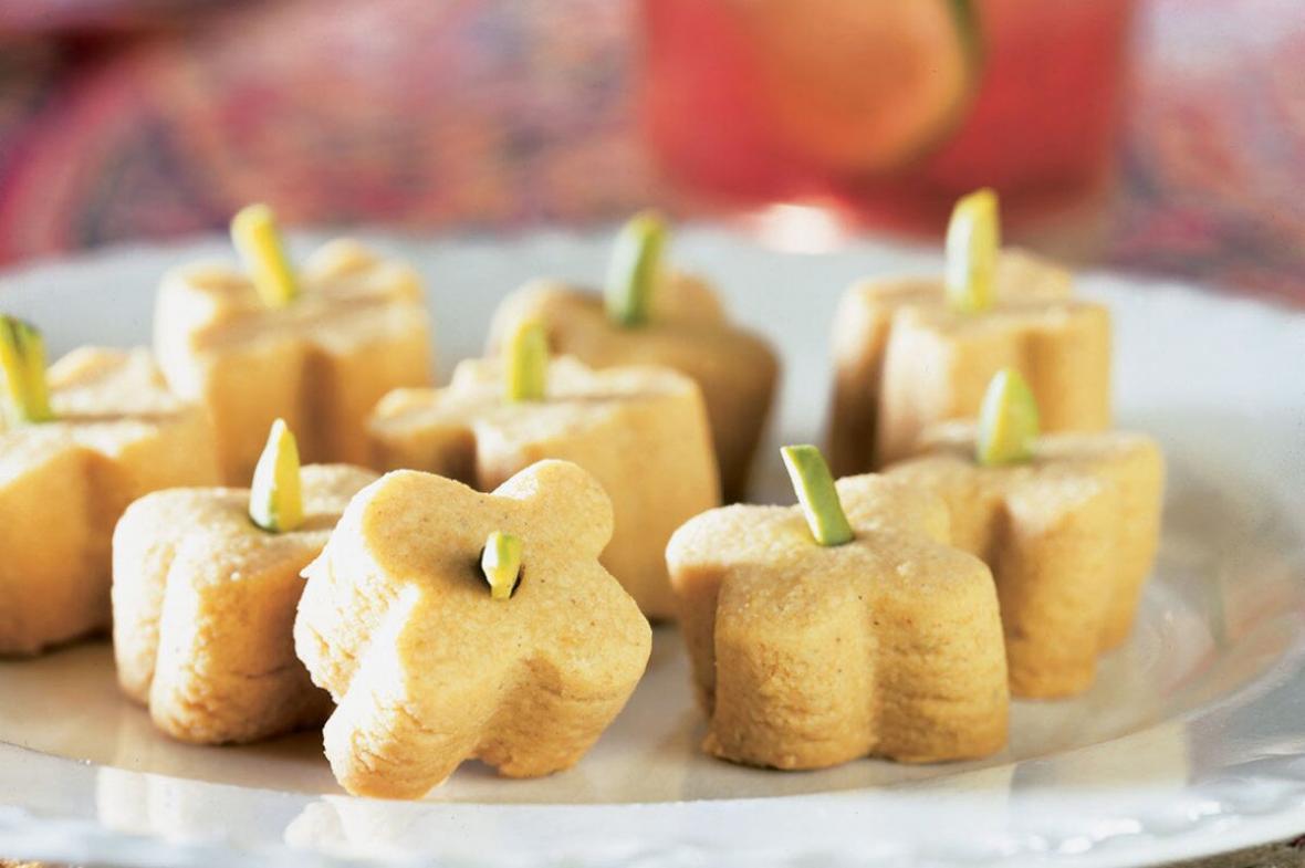طرز تهیه شیرینی نخودچی در خانه؛ برای عید آماده شوید