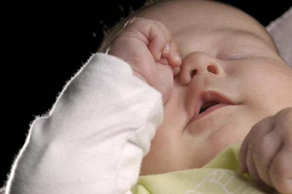 علائم دندان درآوردن نوزادان چیست؟ (راهنمای تصویری)