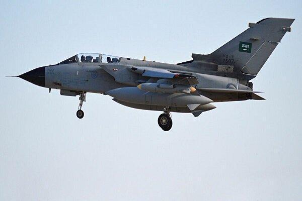 حمله جنگنده های سعودی، آمریکایی به فرودگاه تعز در یمن